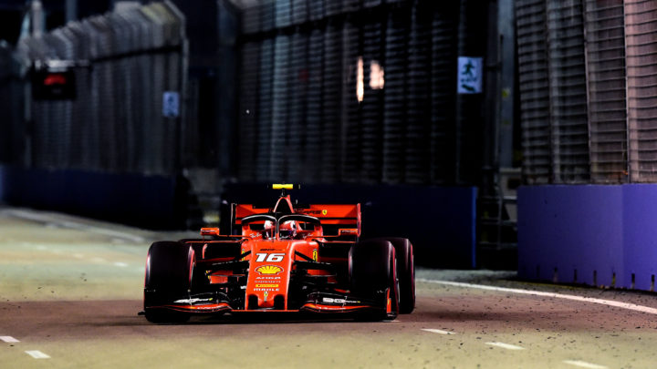 Leclerc surpreende de novo e larga na pole do GP de Singapura