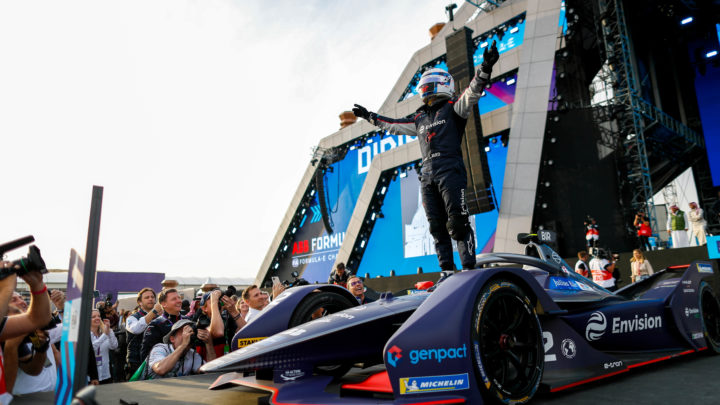 Sam Bird, com arrojo, vence a 1ª do ePrix de Ad-Diryah